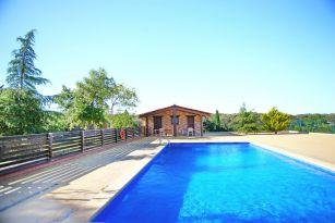 casa-rural-costa-brava-piscina-privada-porche-barbacoa-juegos-villa-mas-estrada--025
