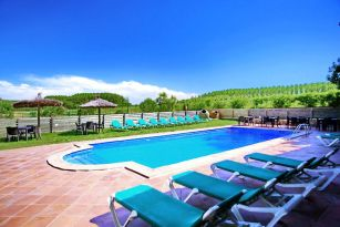 casa-rural-costa-brava-piscina-privada-porche-barbacoa-juegos-villa-mas-figueres-041