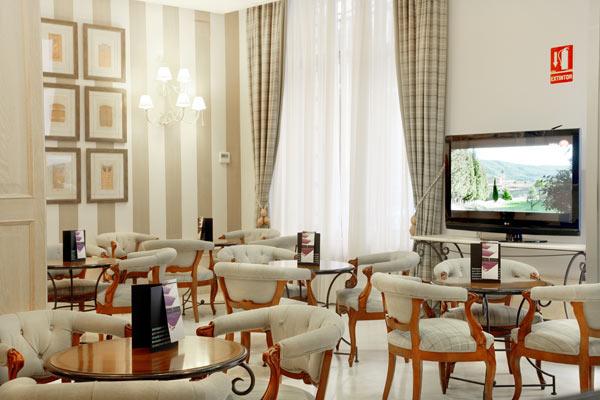Bar Mikalet en hotel Vincci Lys 4* Valencia.