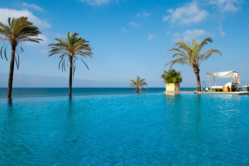 Infinity Pool at the Beach Club Estrella del Mar