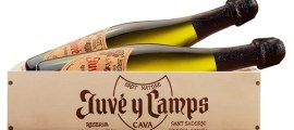 Caja de madera Juvé&Camps con botellas cava Reserva de la Familia_ALTA