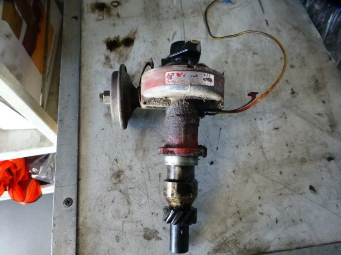 This is the original vacuum only advance distributor that is no longer suitable