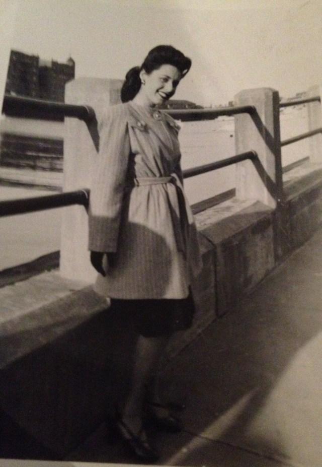 1940s woman in stylish coat