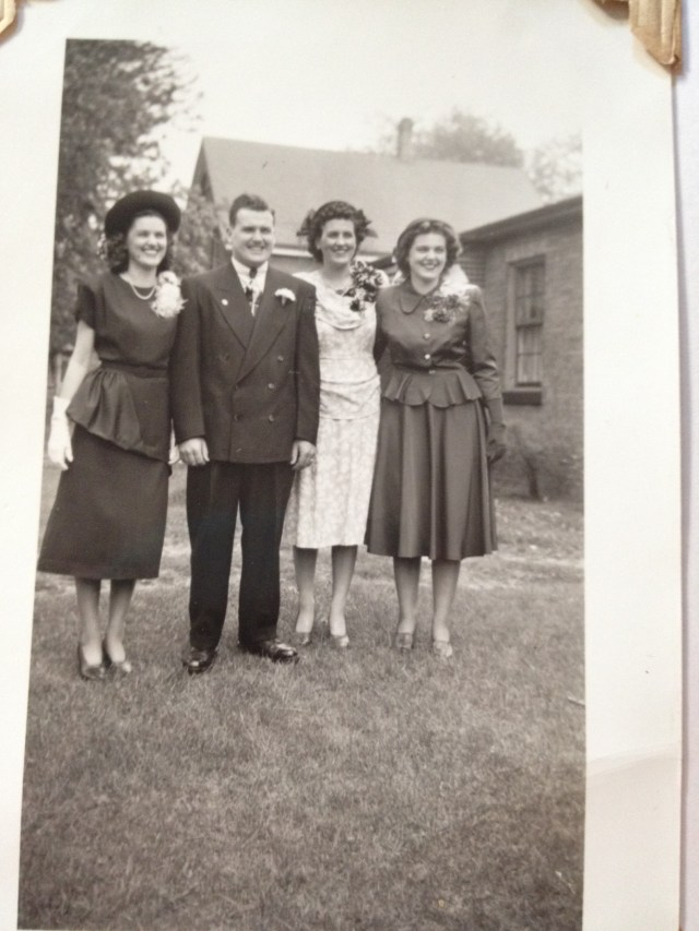 1940s Men and Women in stylish 40s clothes
