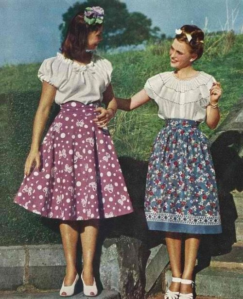 1940s-peasant-blouse-and-dirndl-skirts-for-women