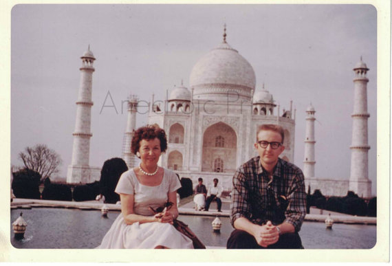 1960s-taj-mahal-vintage-photo-couple-on-vacation
