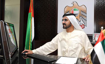 محمد بن راشد آل مكتوم يتواصل مع مواطنيه