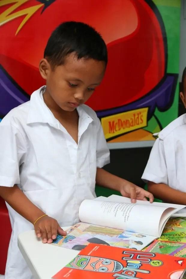 Niño-beca-filipinas-escuela-6- a