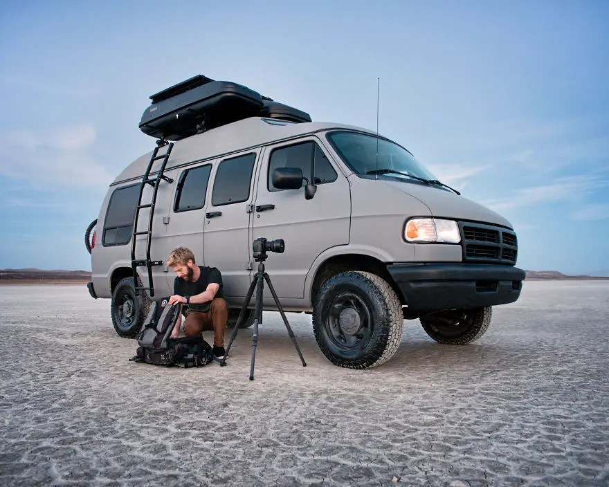 Turning-My-Grandmas-Van-Into-an-Adventure-Mobile-to-Travel-the-Country__880
