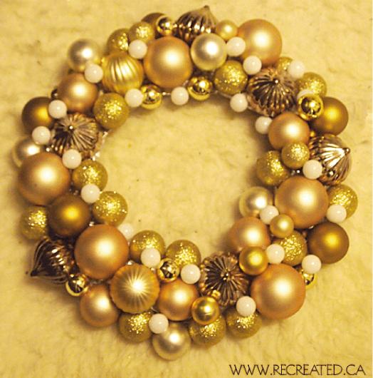 corona-dorada-de-esferas-para-navidad2