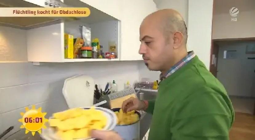hombre-sirio-alimenta-a-personas-sin-hogar4