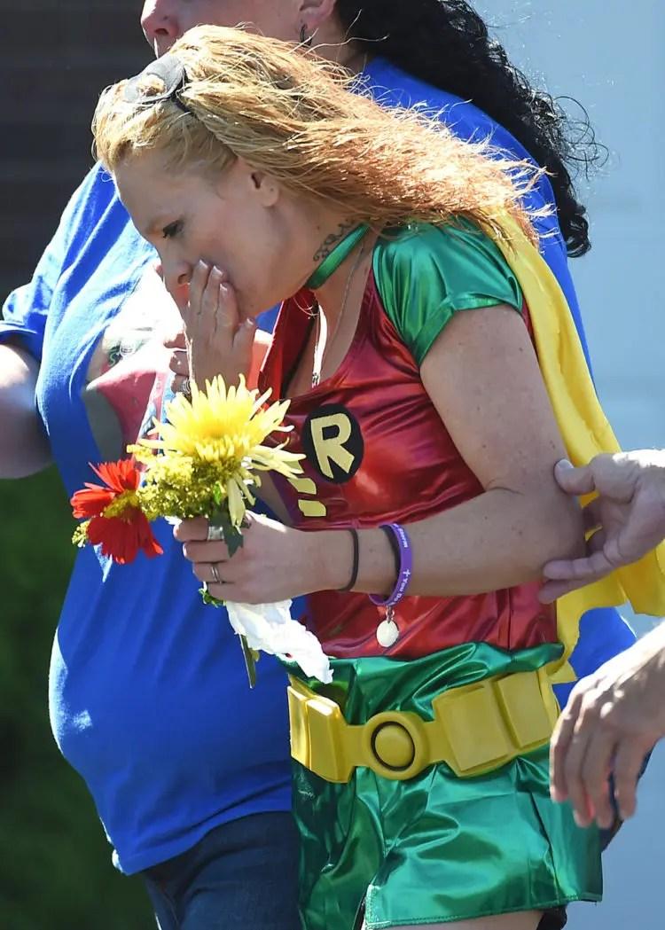 emotivo-funeral-superheroes-2