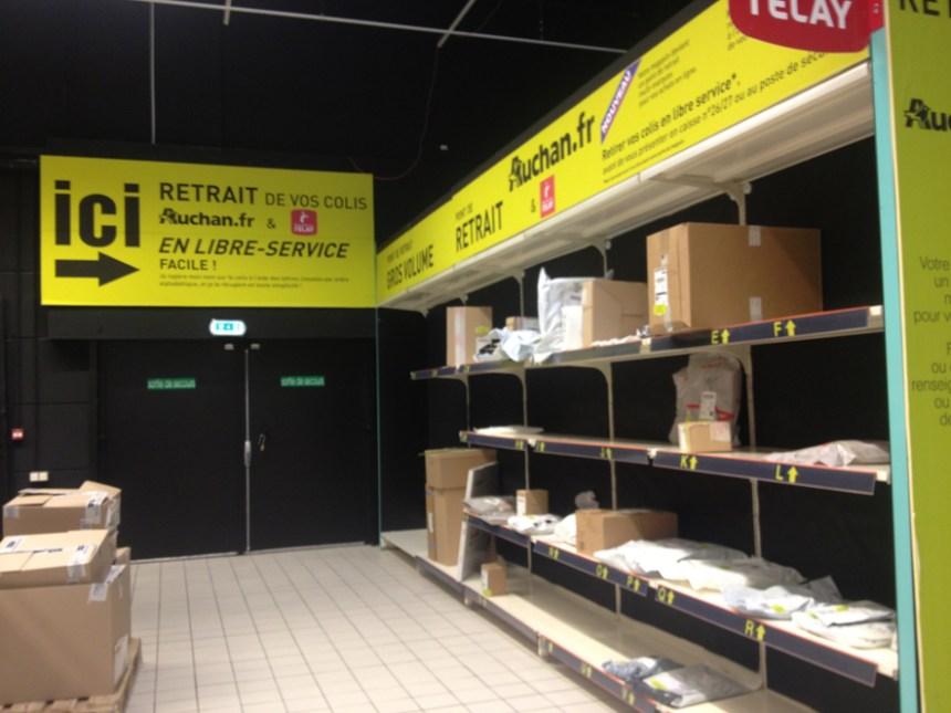 Je n'ai pas pensé à prendre de photo du rayon, donc en voici une d'un prototype en 2013, empruntée à Olivier Dauvers. Retrouvez son article sur le premier relais colis Auchan à cette adresse.