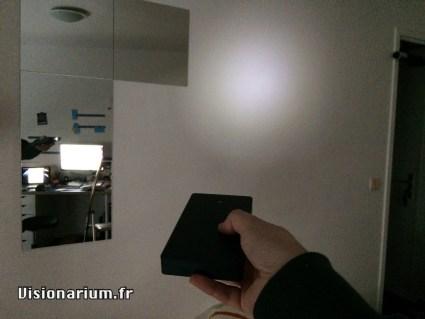 Illumination d'un mur avec la batterie…