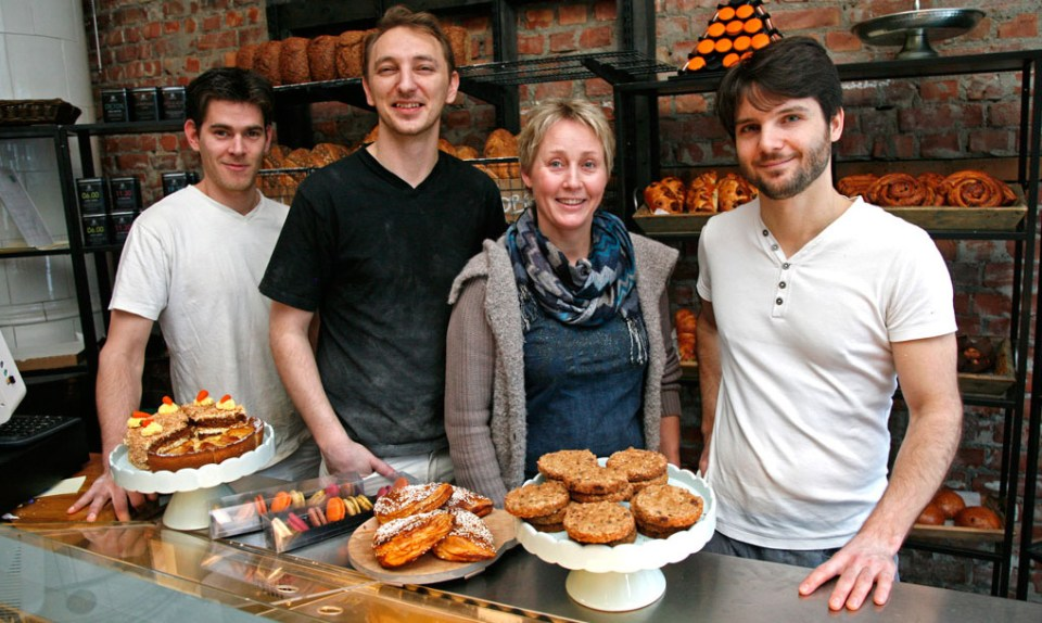 Mette Ulrichsen sammen med sine franske bakere. Fra venstre: Floriant, Freddy og Brice.