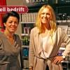 Kine Mørk Johnsen og Laila Moe-Stein driver hver sin forretning i Aaslund-gården.