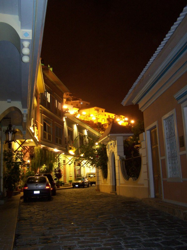 From the 18th century, charming streets full of history in Guayaquil.