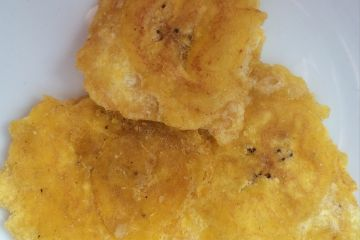 ecuadorian-food-patacones-and-green-plantain-chips