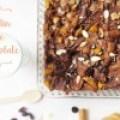 Pudin de Pan con Chocolate, Almendras y Duraznos: Capirotada de Chocolate