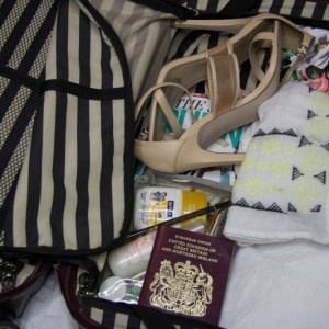 The Girlie Holiday: What's In My Suitcase