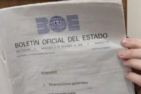 MD10 Madrid, 31.12.08.- Ejemplar de la última edición en papel del Boletín Oficial del Estado que ha decidido adaptarse a los nuevos tiempos y, a partir de mañana, sólo podrá consultarse a través de Internet. La tradicional edición en papel se limitará cada día a los ejemplares necesarios para su conservación y custodia en este soporte, para garantizar su perdurabilidad. EFE/Emilio Naranjo