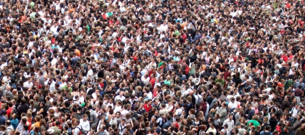 Crowd-header-e1509808596257