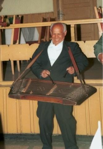Tambalagiu canta la tambal mic