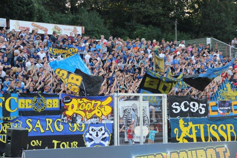Mehr als 4000 Zuschauer kamen am Mittwoch nach Völklingen um den 1.FC Saarbrücken und Offenbach im Duell zu erleben (Foto: Hell)