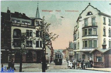 Die Luisenstraße um 1910 mit Straßenbahn.