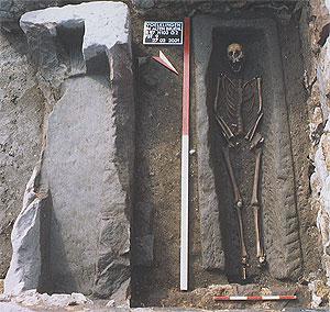 Sarkophage gleichen Typs waren im 10./11. Jahrh. in Verwendung.