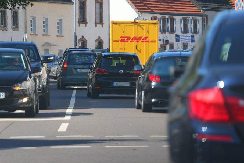 Bereits vor der Festnahme war nicht nur die Polizei der Diebesbande (im grauen PKW mit VK-Kennzeichen) auf den Fersen (Foto: AVENIA)