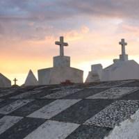 Corsica: il cimitero marino di Bonifacio, a strapiombo sul mare