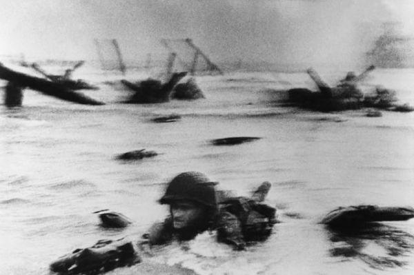Omaha Beach, El desembarco de Normandía - Robert Capa