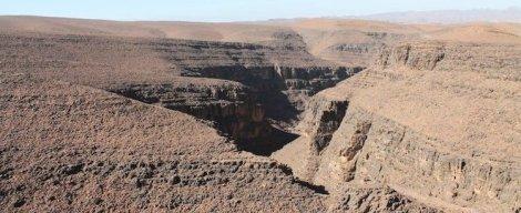 Montagnes rocheuses près de Ouarzazate