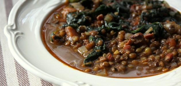 Зимний суп с чечевицей и шпинатом