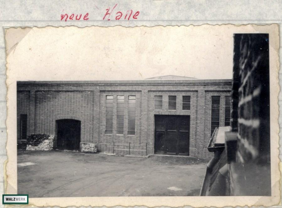 Blick auf die Fassade des Spaltbandes und der Warmbandhalle