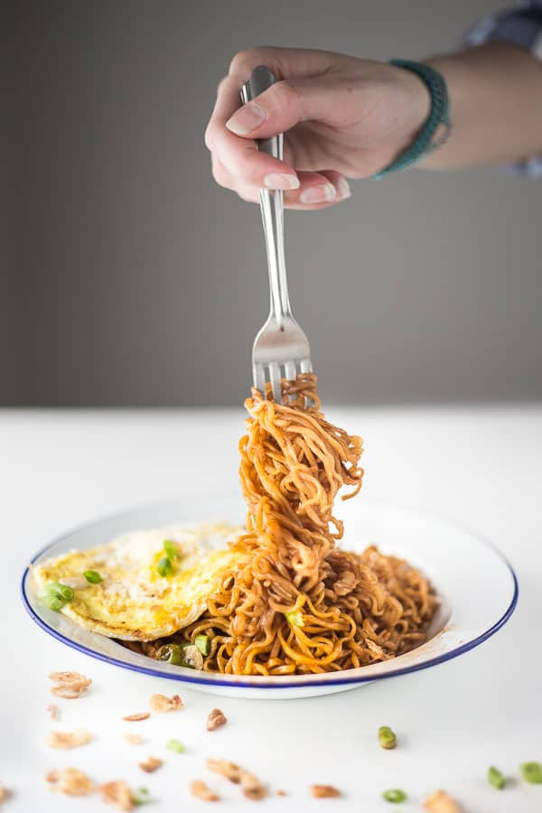 Simple Malaysian Mee Goreng - Fried 2 minute noodles are always a winner. This simple recipe will have your tastebuds flaming with flavour. | wandercooks.com