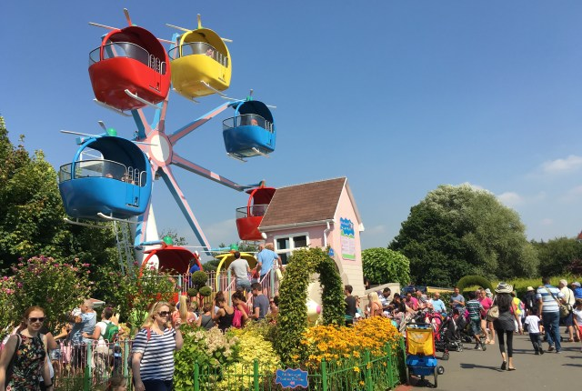 Miss Rabbit's Helicopter Flight at Peppa Pig World