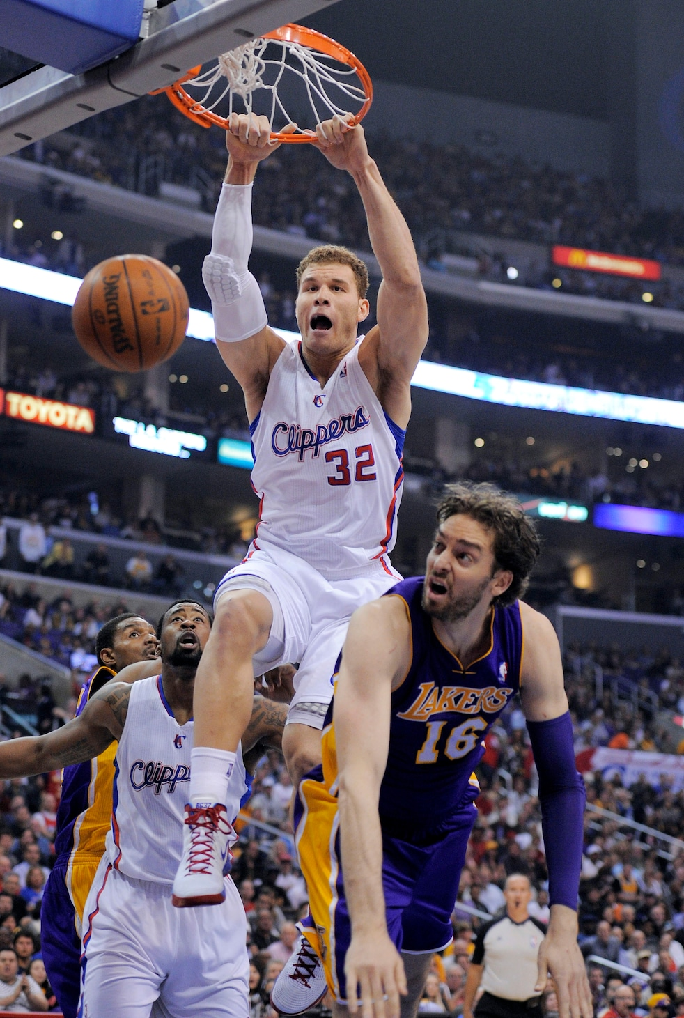 Lakers%20Clippers%20Basketball.JPEG 03d25 The NBAs Top Ten Dunks of the Week   April 6th Edition