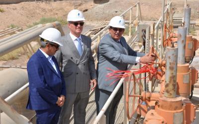 وكيل وزارة النفط لشؤون الغاز والمديران العامان لغاز البصرة والجنوب في موقع الأحتفال