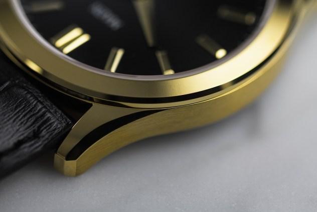Maen Manhattan 40 goldcase detail