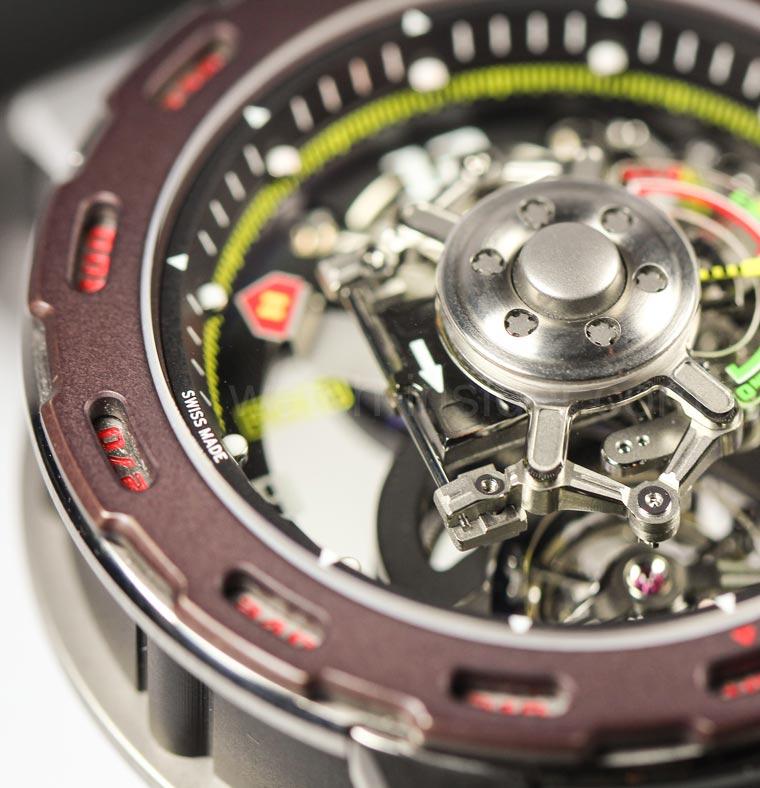 une-rm-36-01-capteur-de-g-competition-pour-sebastien-loeb-watchworldguide-06