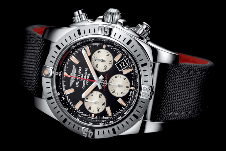 La Chronomat Airborne Breitling couche cadran noir