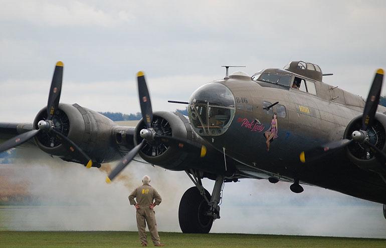 Bombardier B-17 Pink Lady