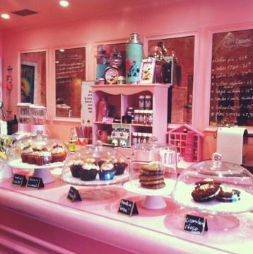 Grand choix de pâtisseries chez Chloé.S à Paris