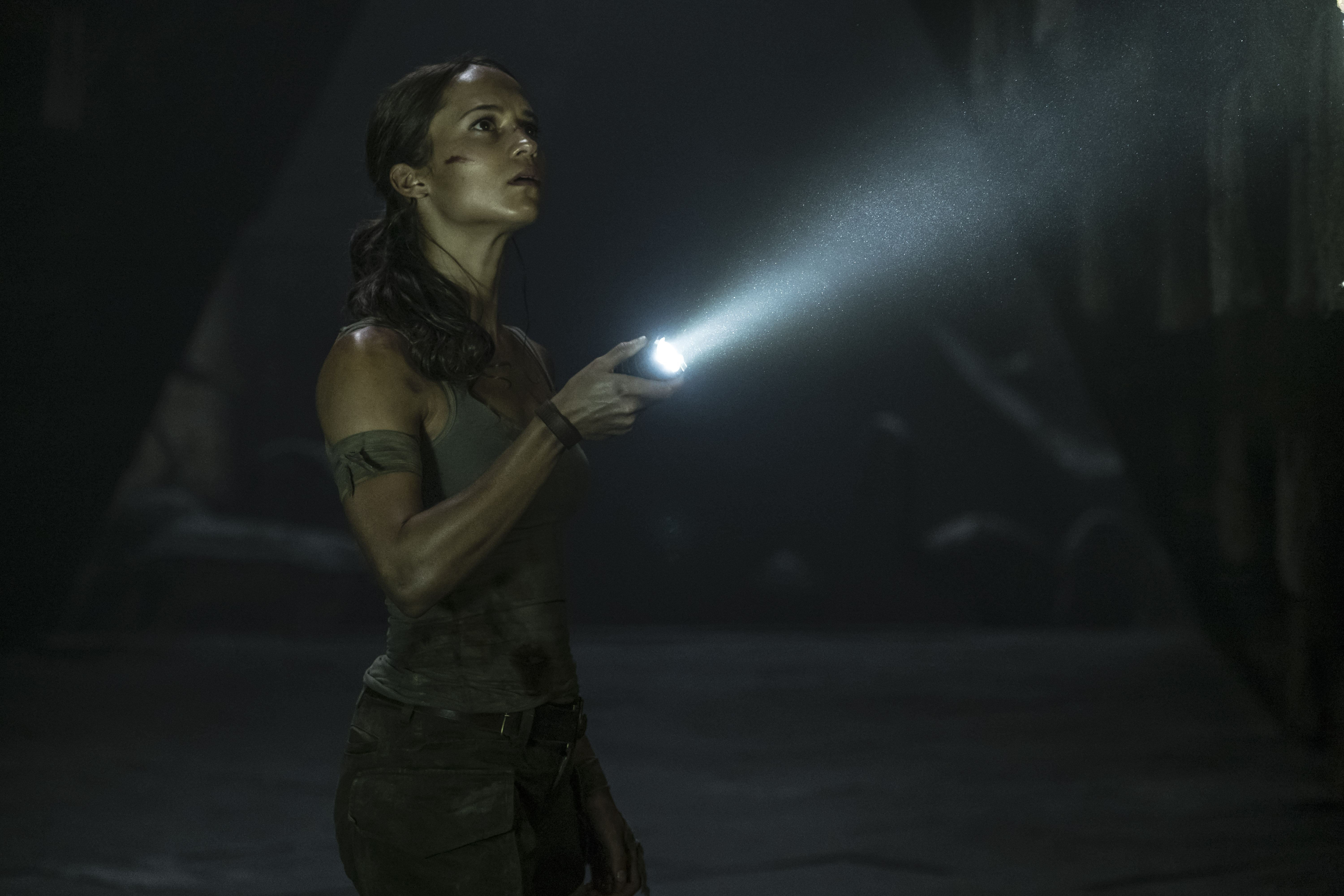 Lara Croft is a Born Survivor in New Tomb Raider Trailer