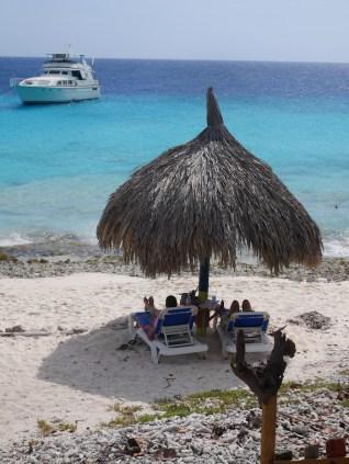 Klein Curacao parasols