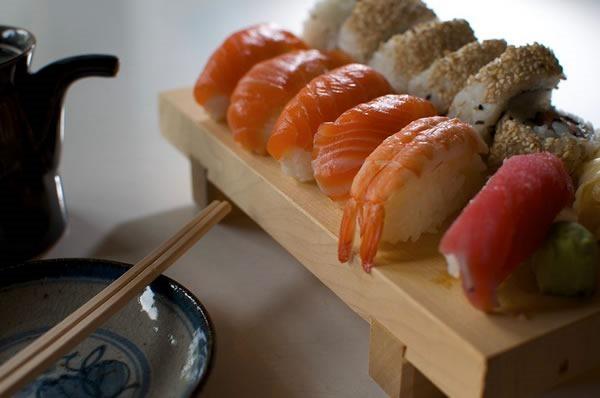 como-comer-sushi