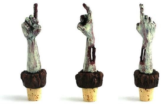 tapon-para-botella-de-vino-con-mano-de-zombie-incluida