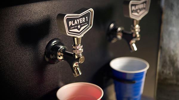 videojuego-peleas-en-el-bar-gandor-se-lleva-la-cerveza-grifo
